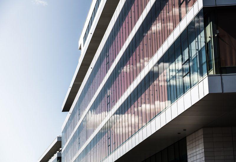 Fasaden på sjukhuset Nya Karolinska i Stockholm