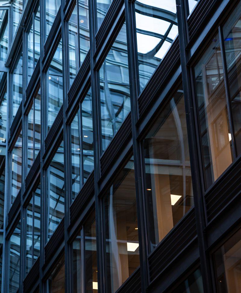 Fönster i Mannheimer Swartlings kontor i Stockholm